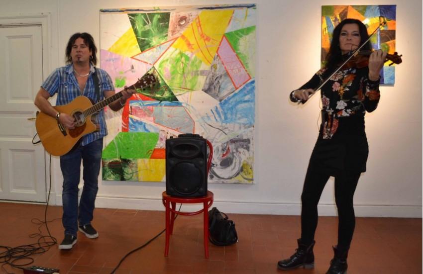 A Maranti duó. Hegedűn Markócs Mária, gitáron Bosnyák Antal. Fotó: Bánovits András
