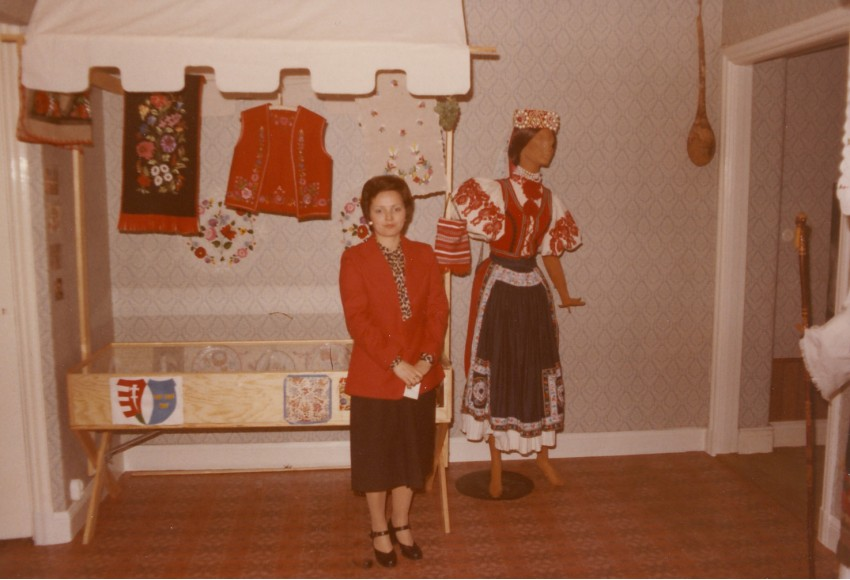 Gitta a népművészeti kiállításon Magyar Ház, 1979. március 15.